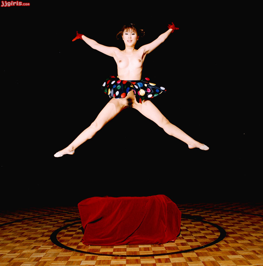 Голая в цирке фото